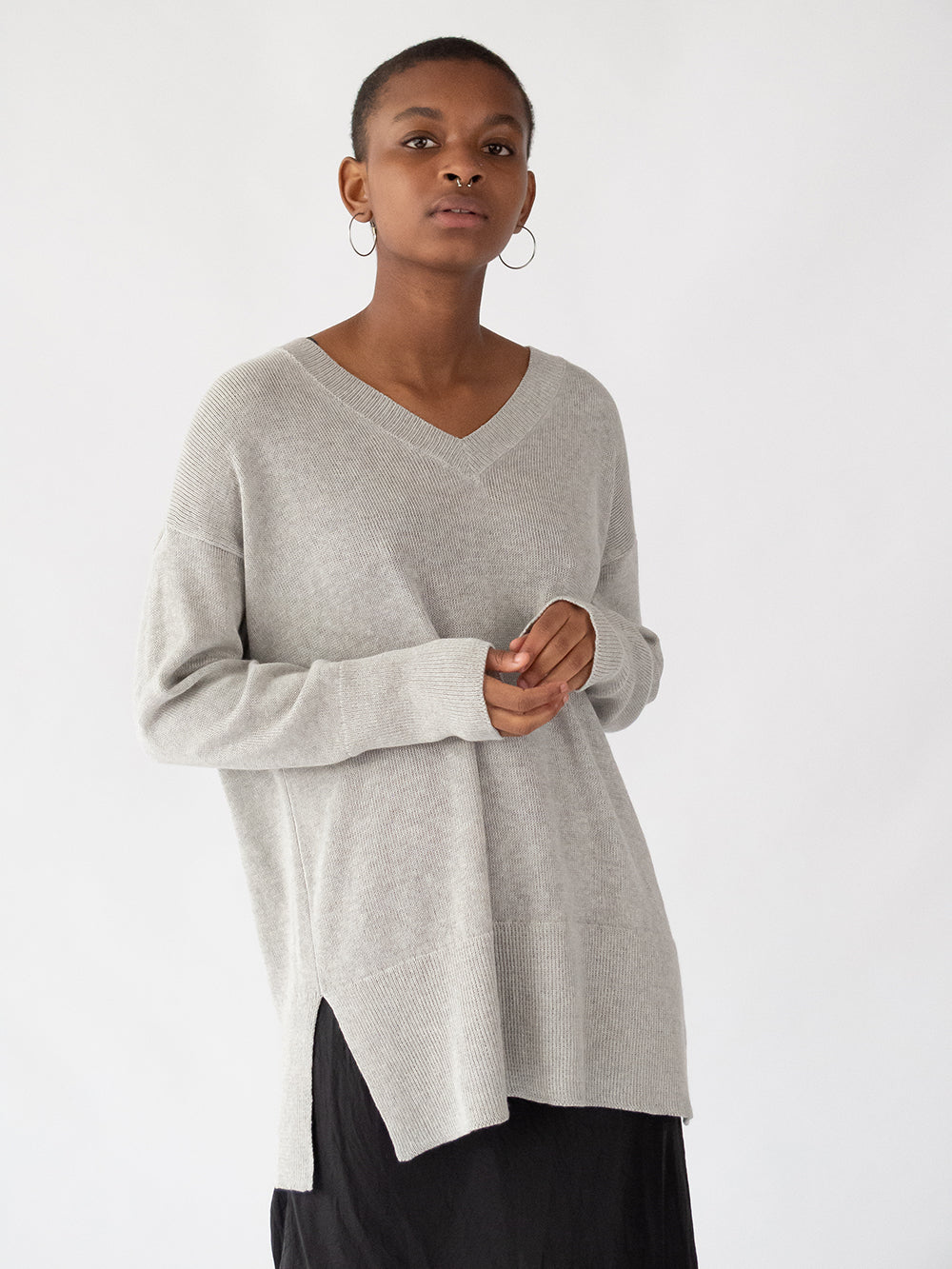 fine knit cotton v-neck in light grey