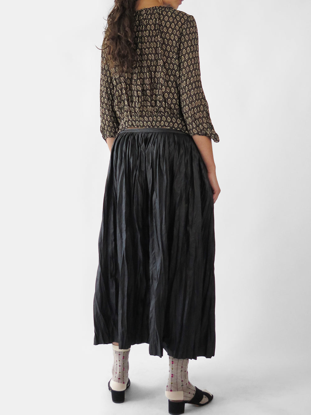 hazel brown double pleated skirt in black