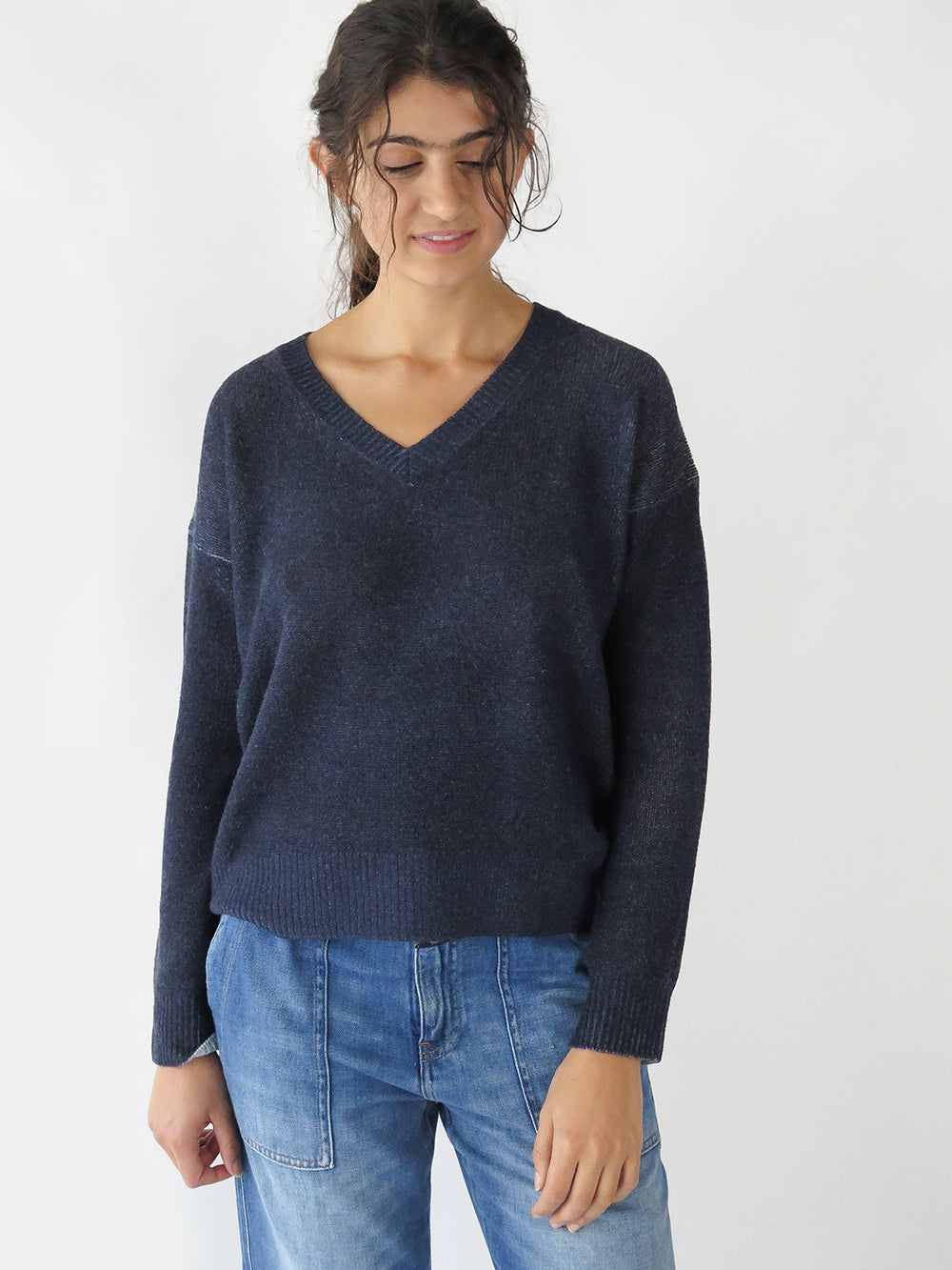 majestic filatures v-neck sweater in marine