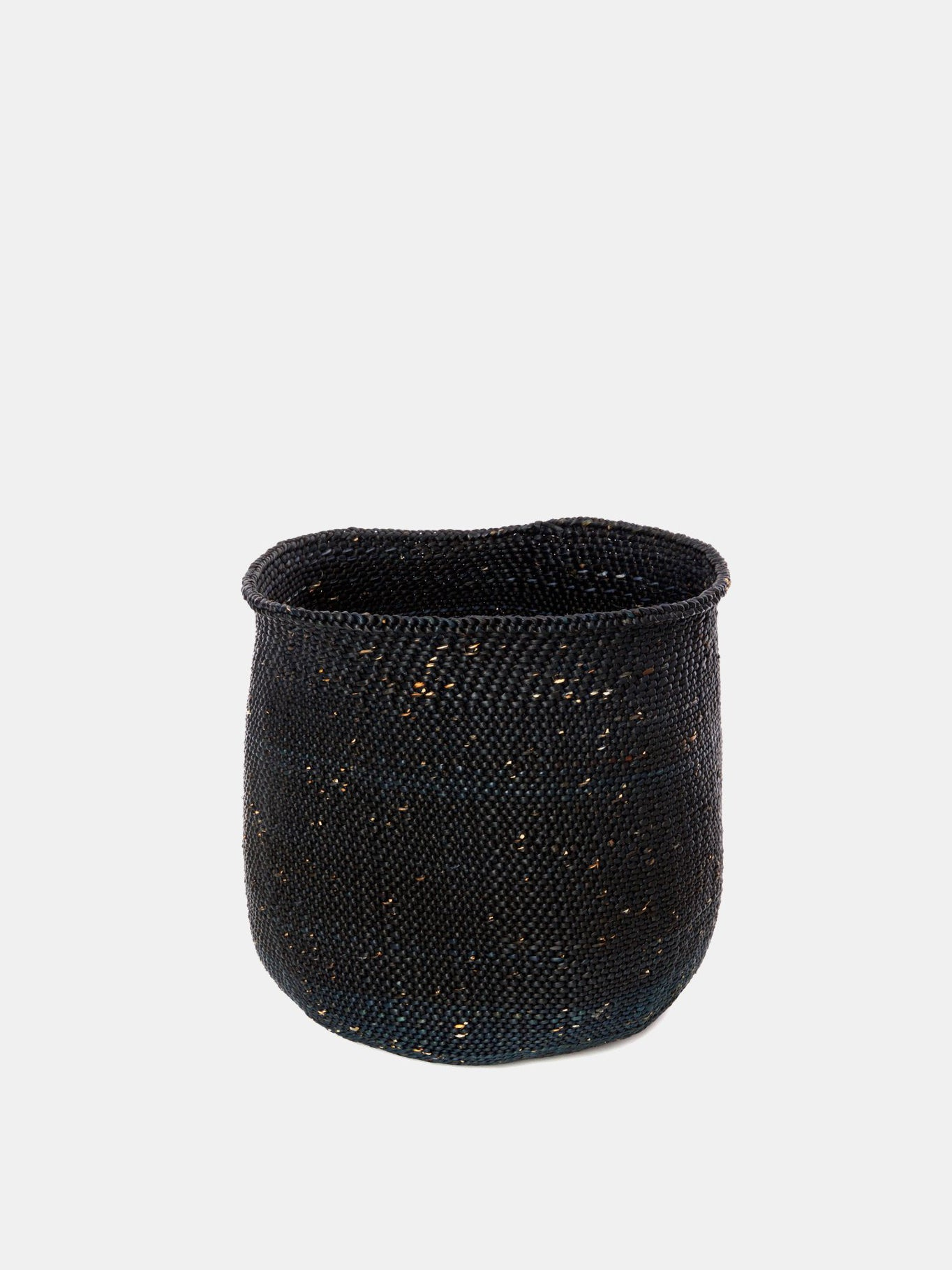 medium iringa basket in solid black