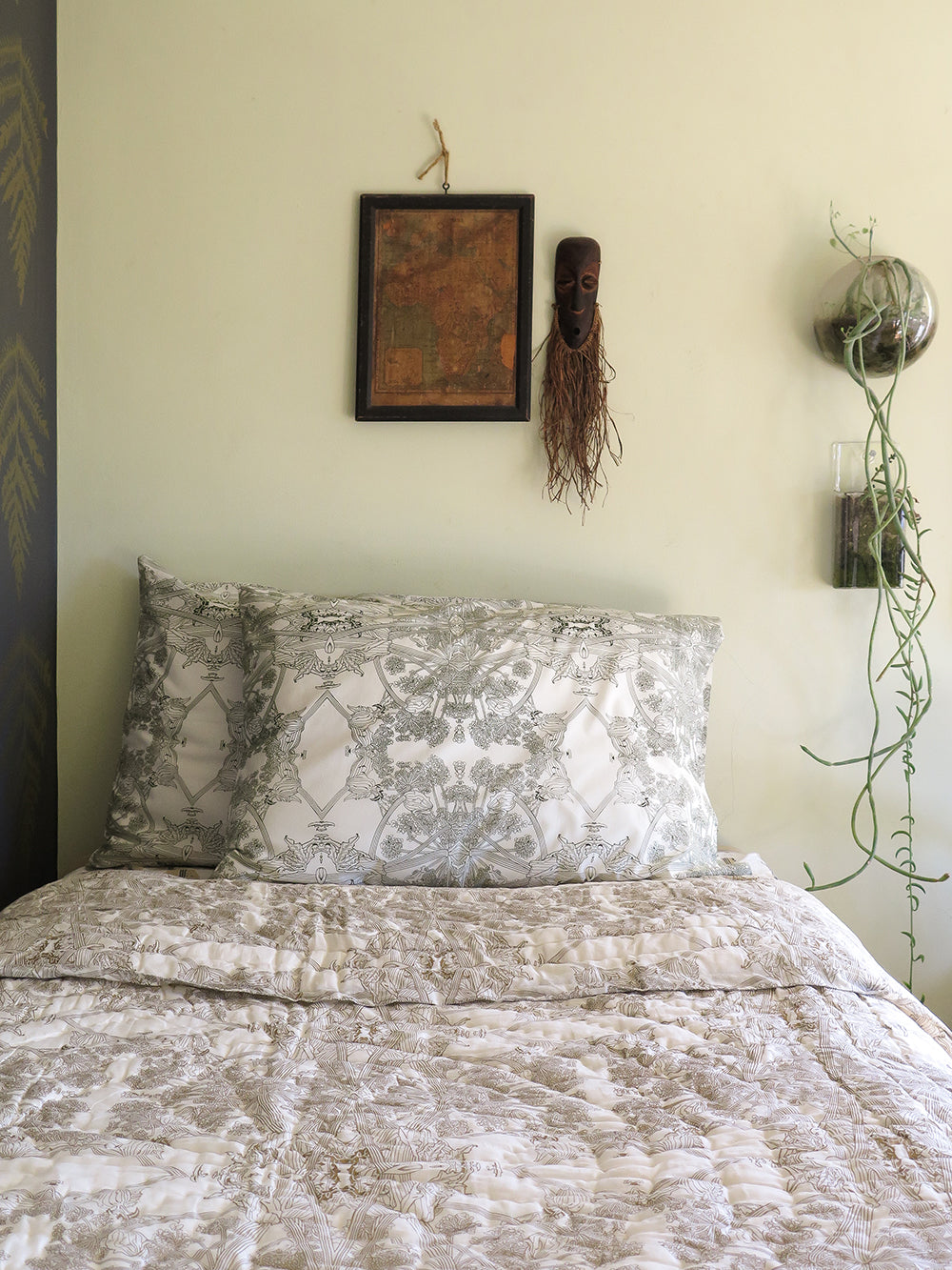 botanicus quilt in natural and gold