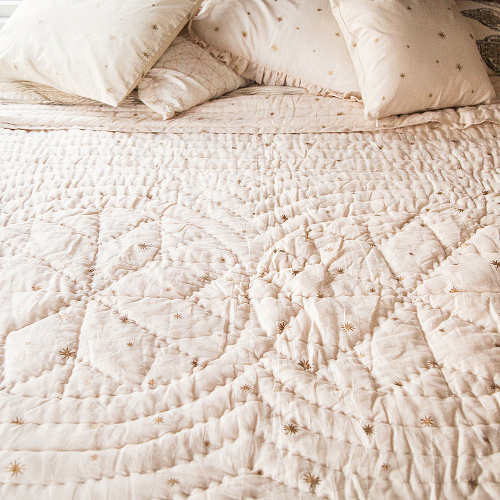 erica tanov hand stitched cotton etoile baby quilt