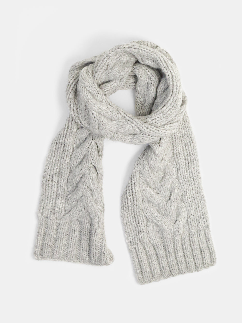 cable scarf in light grey