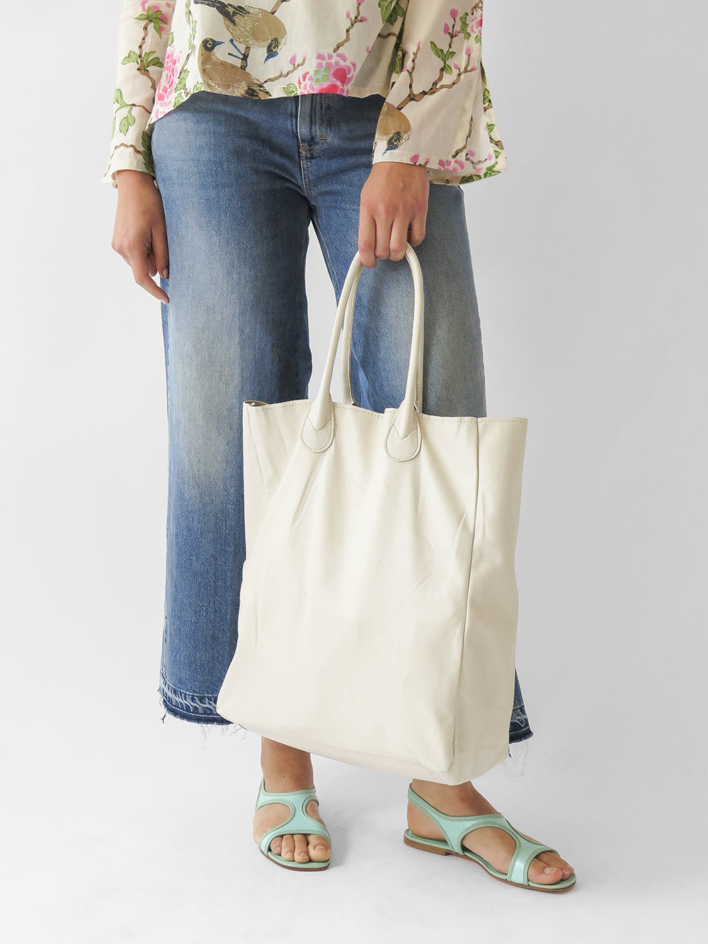 leather shopping tote in bone