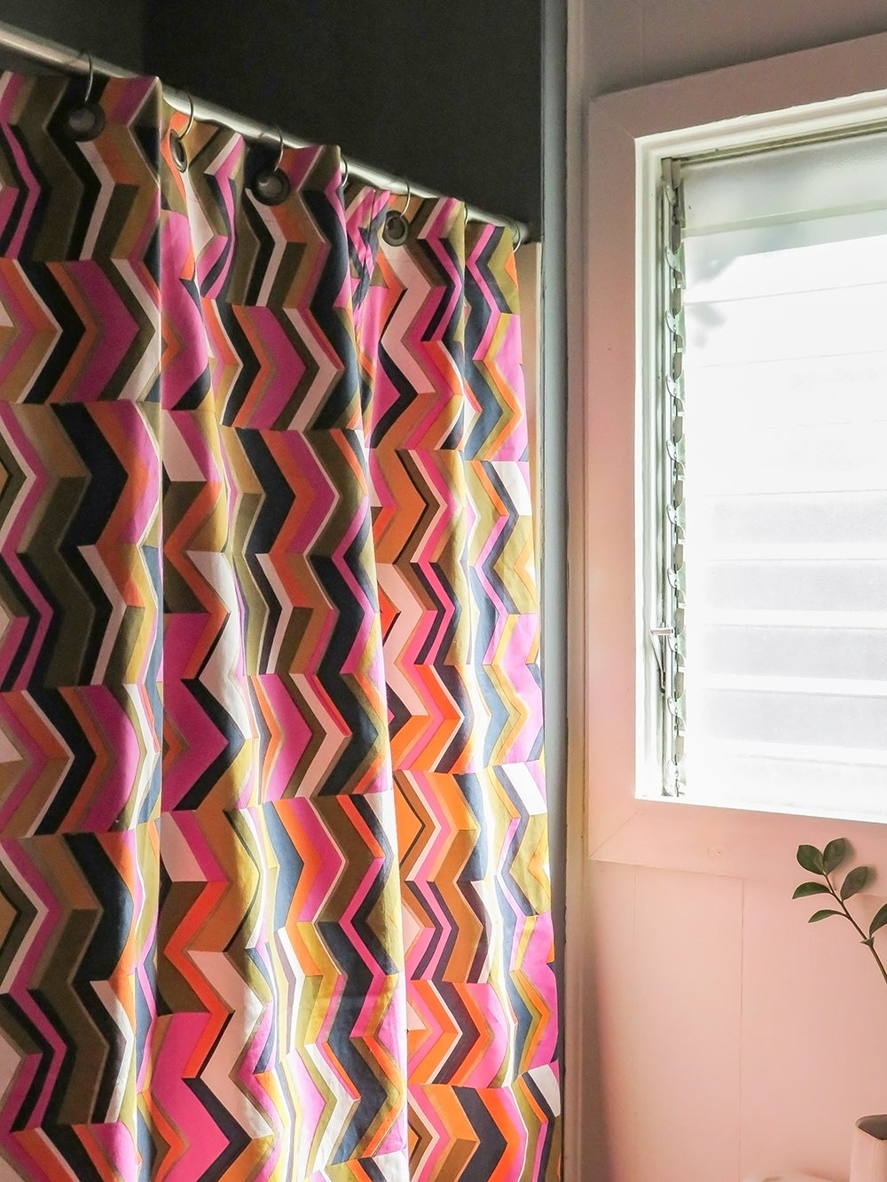 shower curtain in zig zag