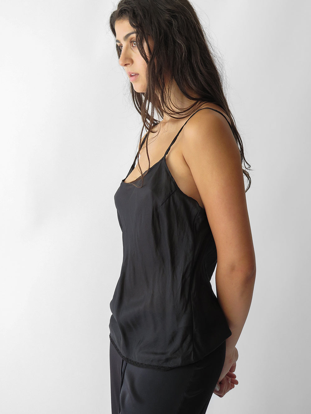 signature simone camisole in black