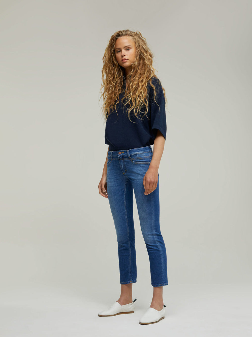 closed starlet jean in mid blue