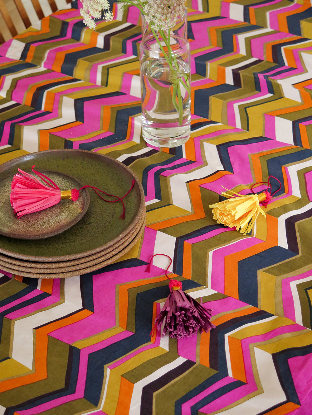 tablecloth in zig zag