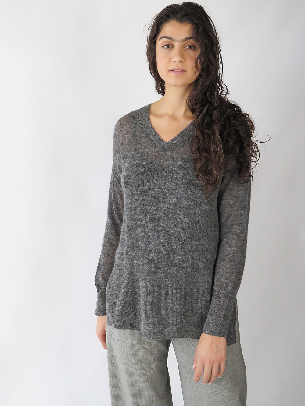 tissue v-neck pullover in charcoal