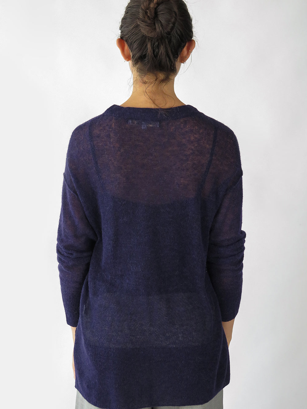 tissue v-neck pullover in navy