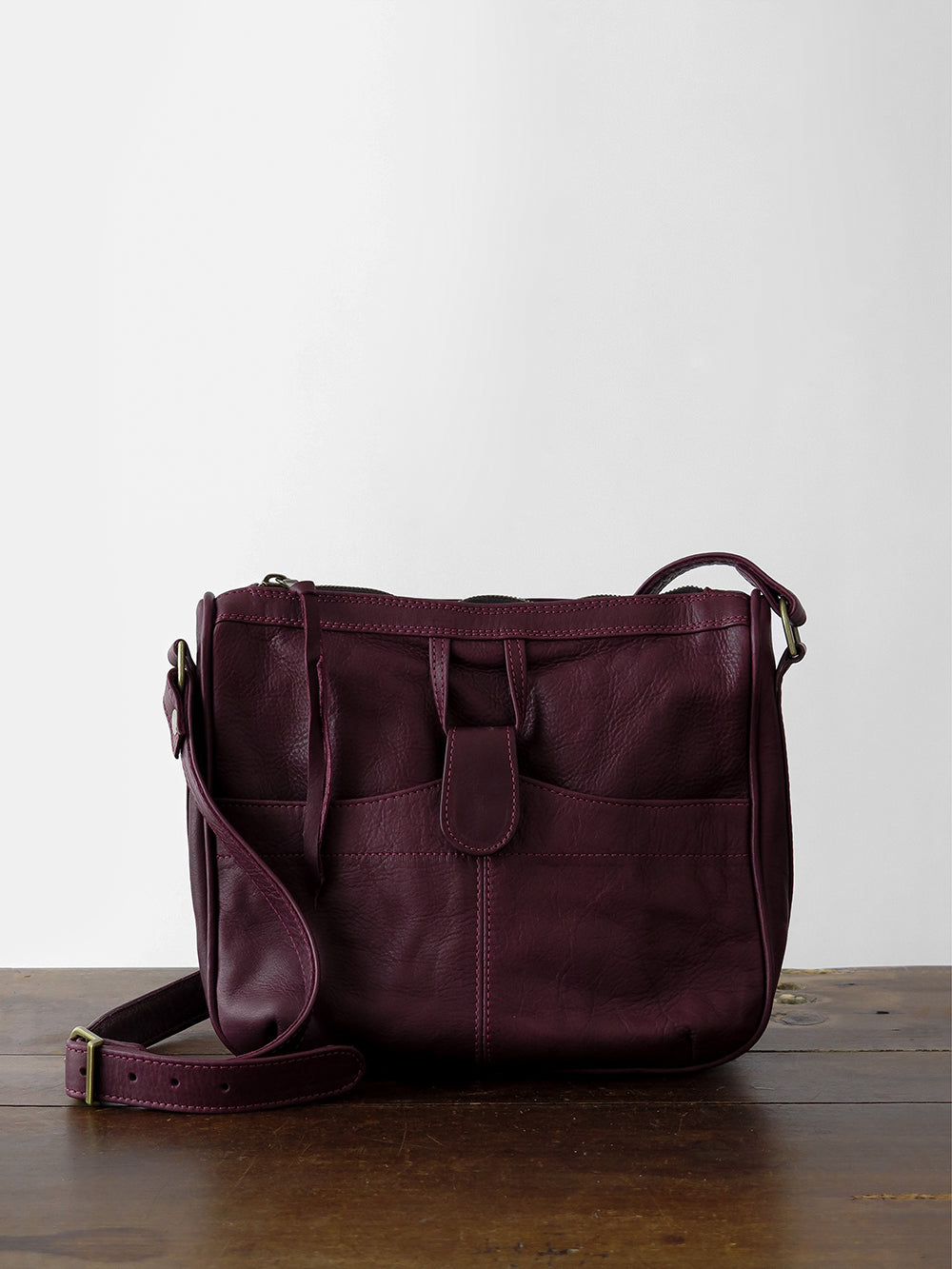 leather shoulder bag in burgundy