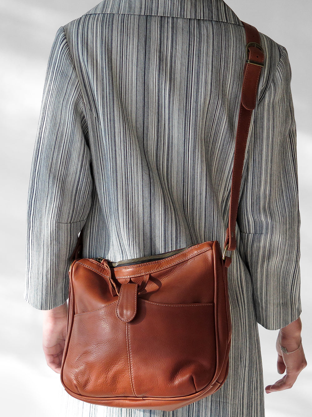 leather shoulder bag in whiskey