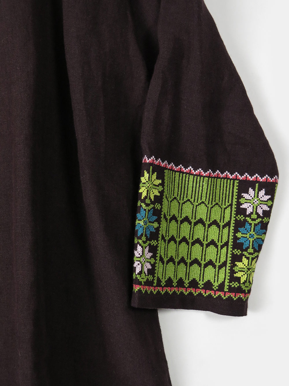 vida top in embroidered plum linen