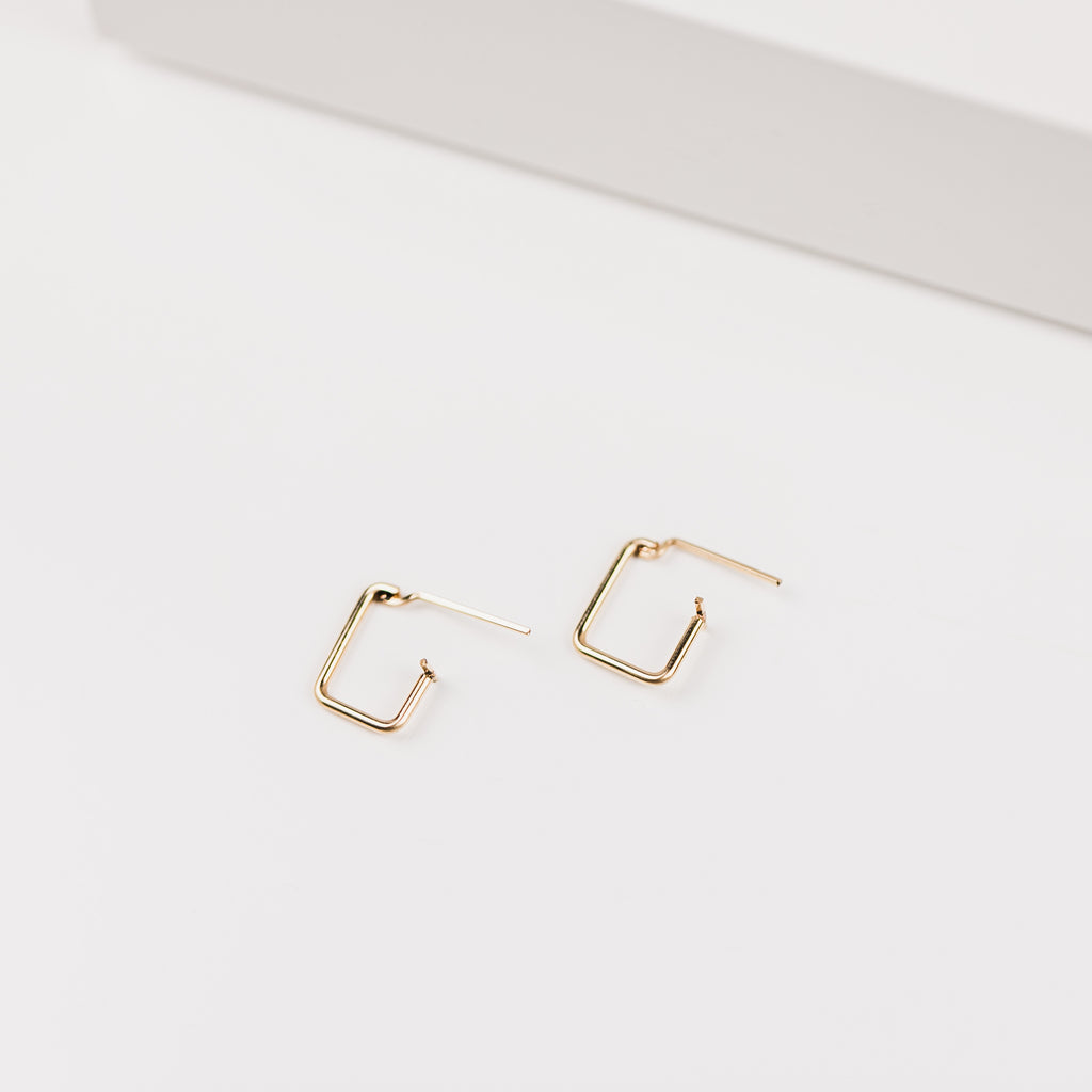 Tristan Mini Rectangle Bold Wire Hoop
