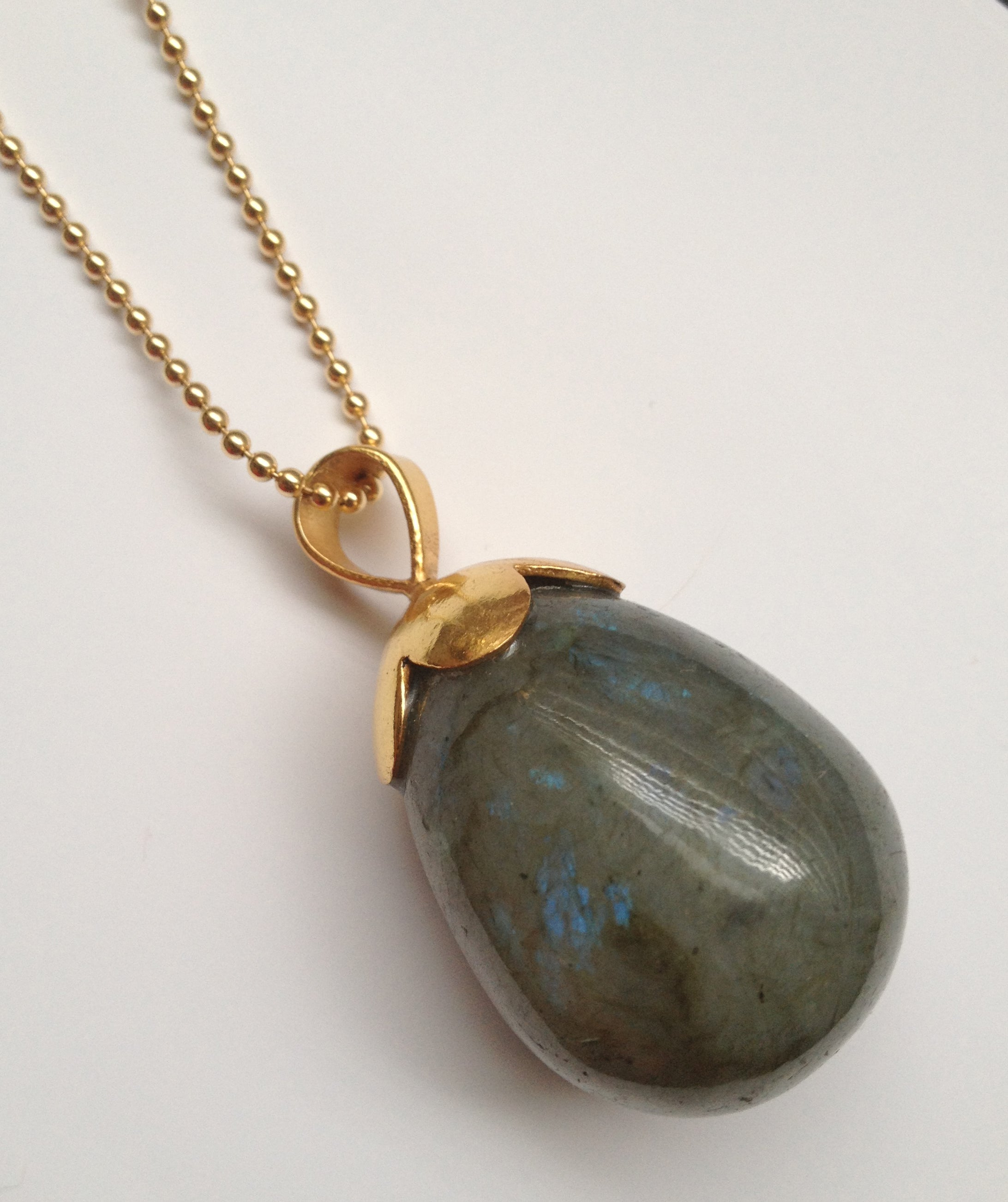New Gisbon Design in Labradorite.