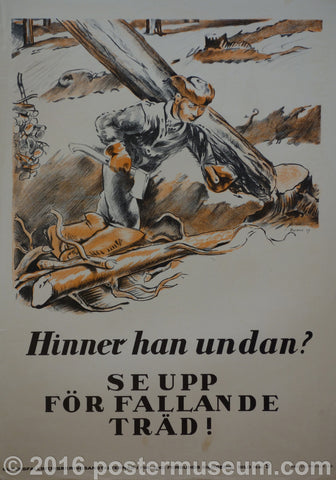 Hinner han unden? - Watch out for that falling tree