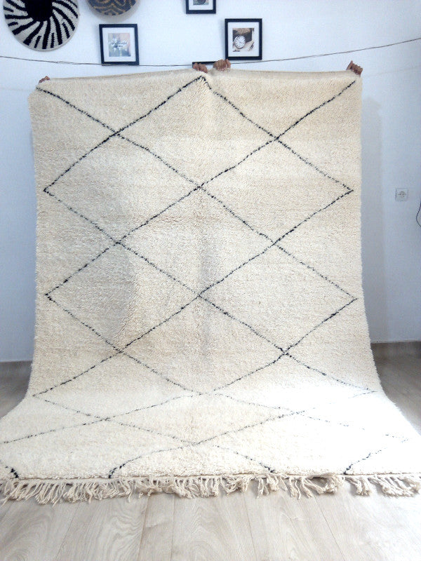 Load image into Gallery viewer, Beni Ourain Carpet - 286x206cm - 3-Seat Sofa - Natural Wool - SEP03
