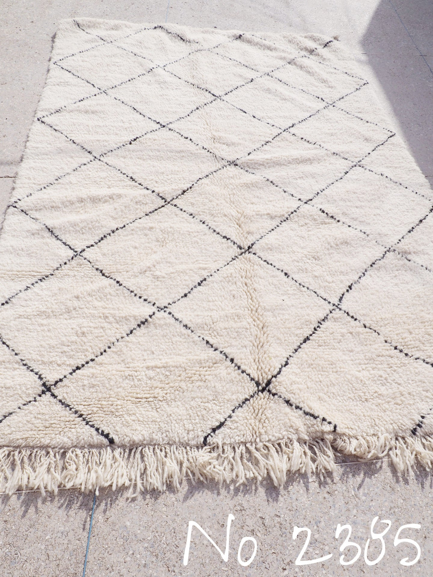 Beni Ourain Tribal Carpet - 235 x 155 cm - Tafraout - Natural Wool - 2385