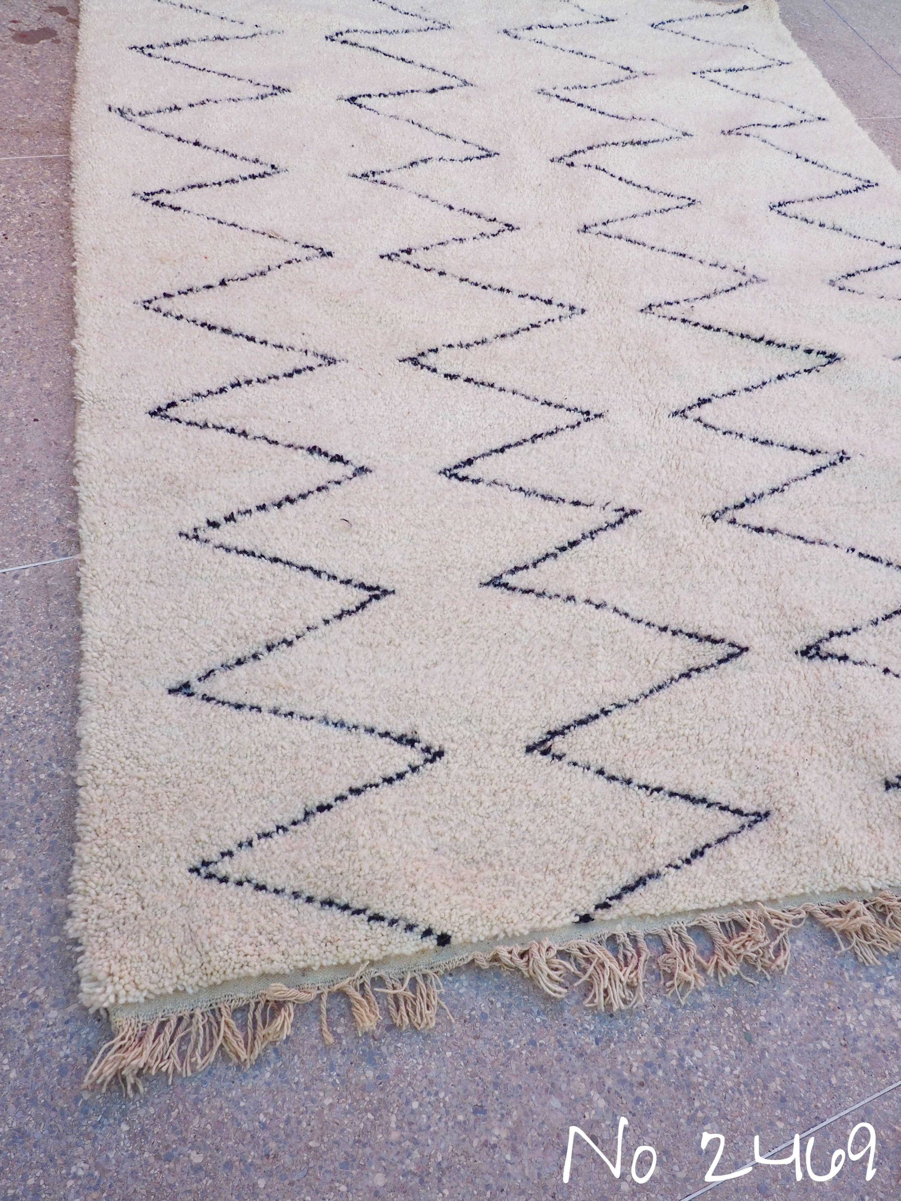 Beni Ourain Carpet - 300x212cm - Large Triangles - Mediouna- Natural Wool - 2469 - Carpets - THE PEOPLE OF SAND