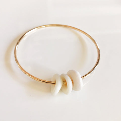 Bangle Hoku - white puka shells( B130)