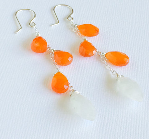 Carnelian and moonstone earring (E283)