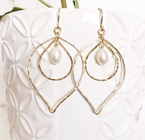 Earrings Kina - white pearls (E344)