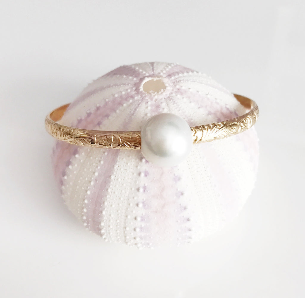 Bangle ALII - white south sea pearl (B338)