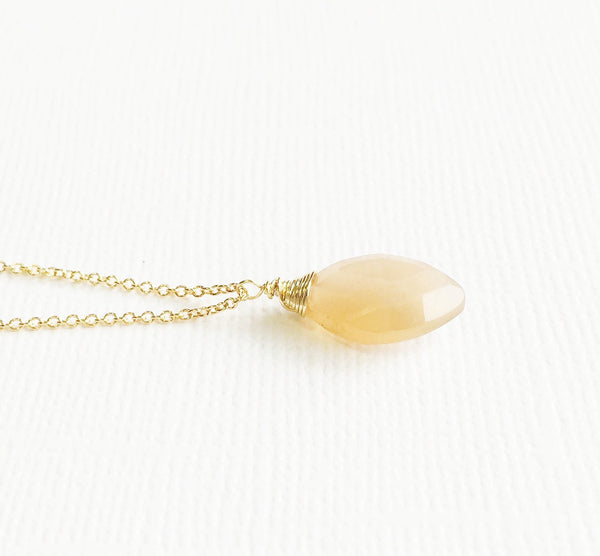 Necklace Yazmin - Peach moonstone  (N213)