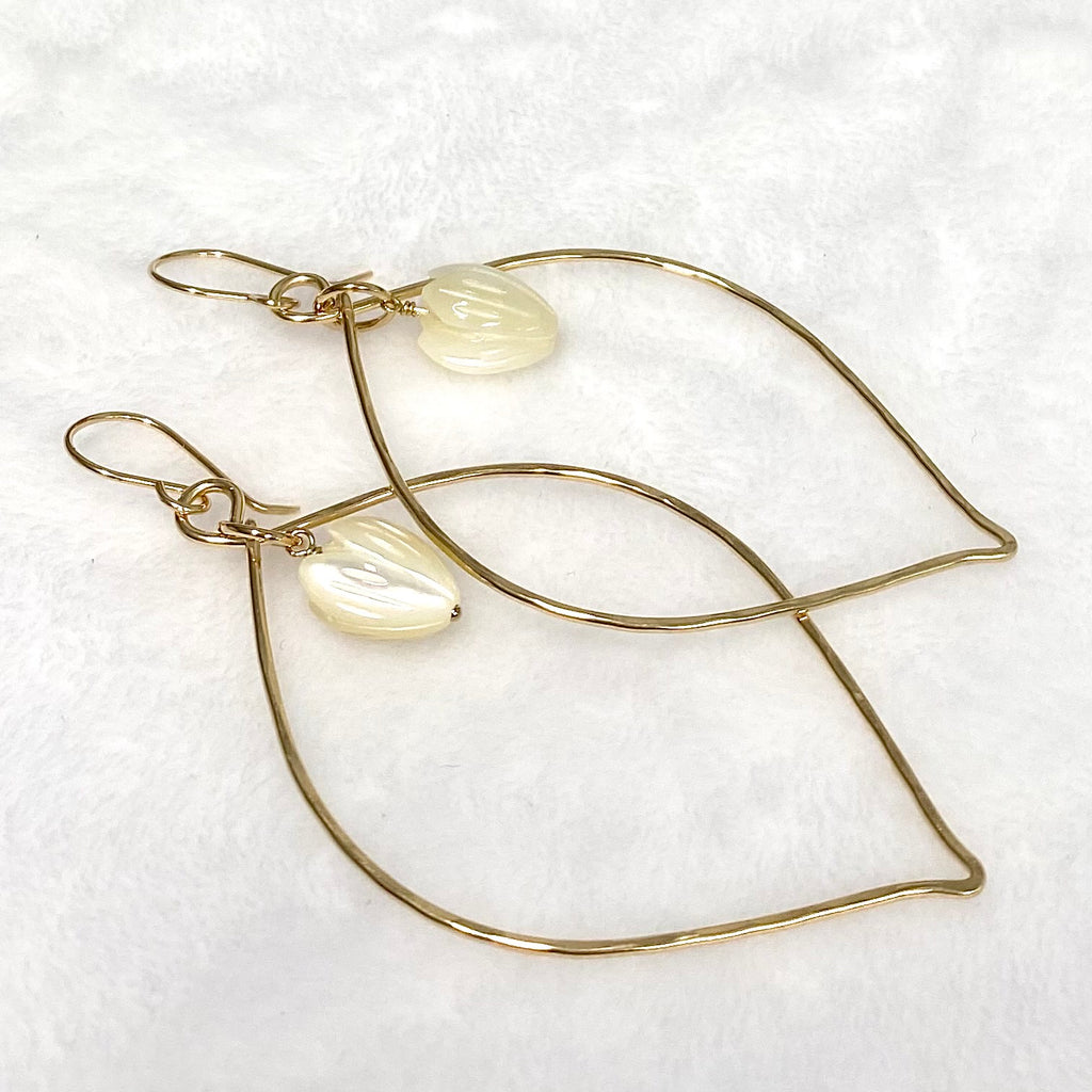 Earrings DOREE - MOP Pikake ( E604)