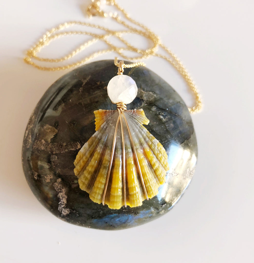 Moonrise shell necklace - moonstone (N301)