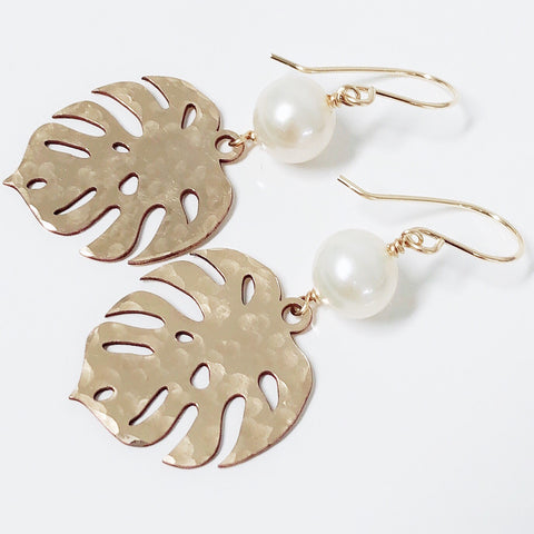 Gold monstera dangle - white pearl (E560)