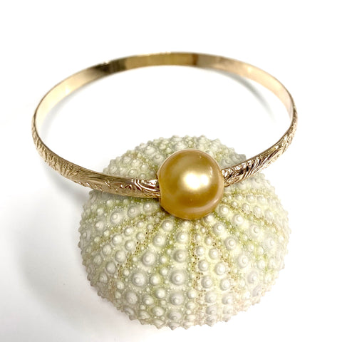 Bangle ALII - gold south sea pearl (B448)