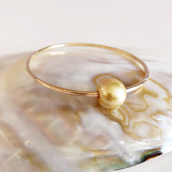 Bangle MIKA- golden south sea pearl (B358)
