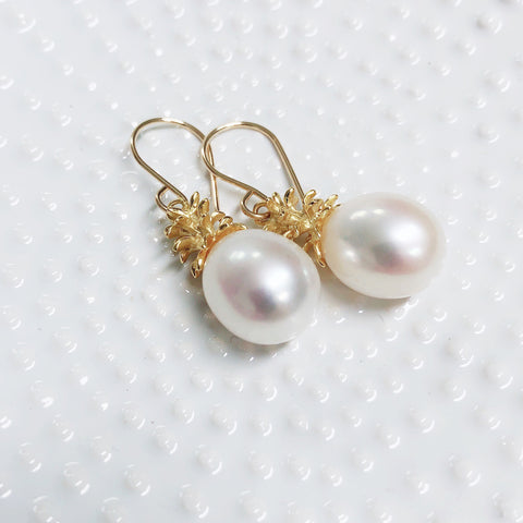 Pineapple pearl dangle - white pearls (E563)