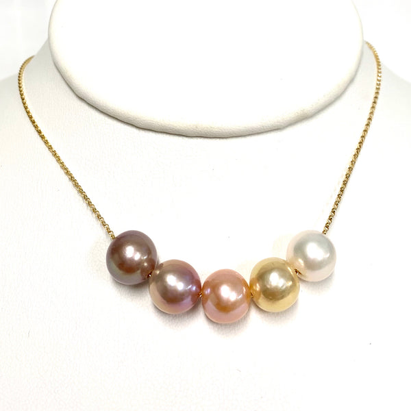 5 pearls floating style necklace