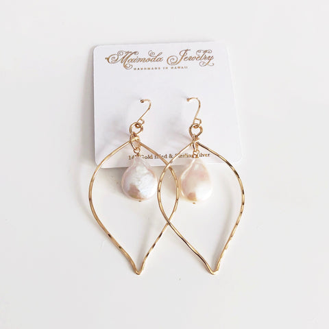 Earrings DOREE - drop shaped flat pearl