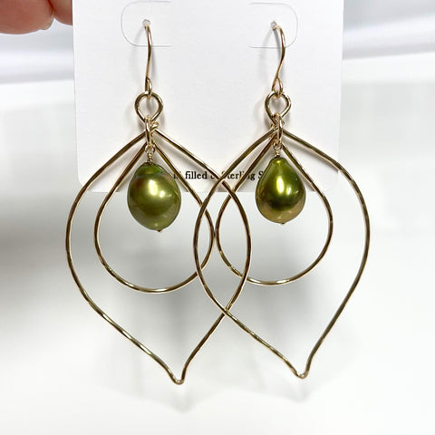 Earrings CHLOE - pistachio Tahitian pearls (E608)