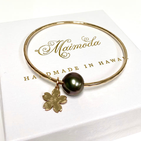 Cherry blossom bangle - Tahitian pearl (B381)