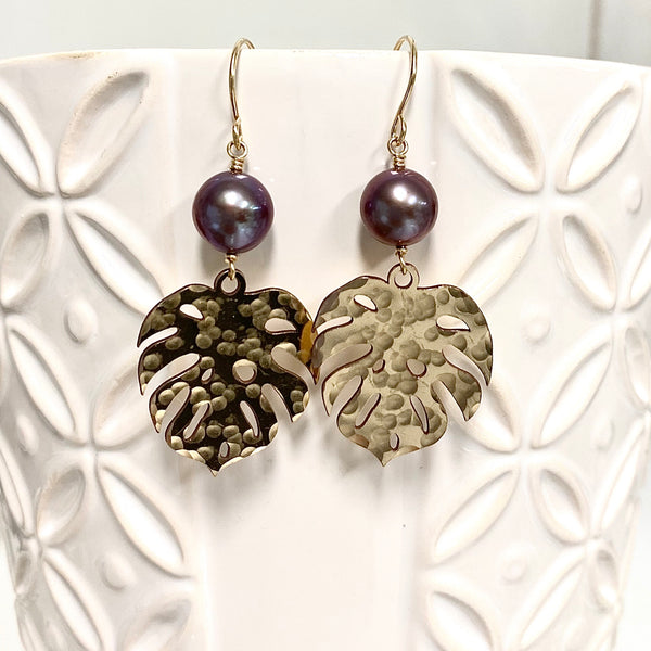 Monstera dangle earrings - purple Edison pearls (E577)