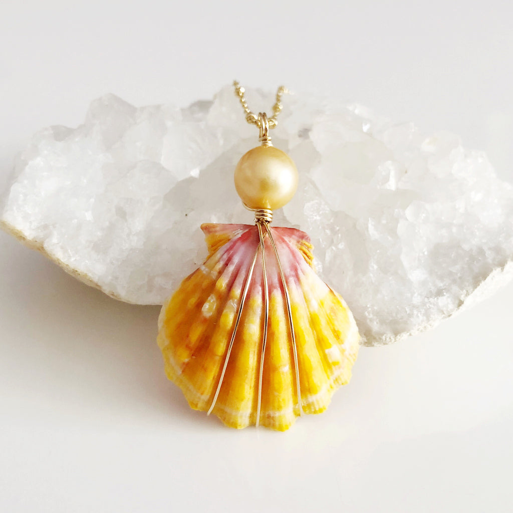 Sunrise shell necklace - golden south sea pearl