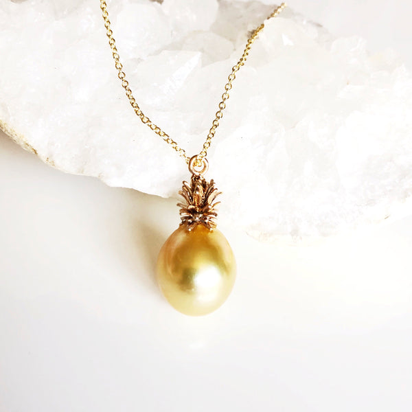 Golden pineapple necklace - South sea pearl (B307)