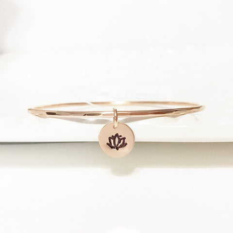 Bangle Haley - Lotus charm (B274)
