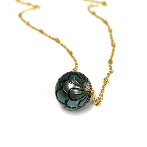 Necklace KEALANI - carved Tahitian pearl (N341)