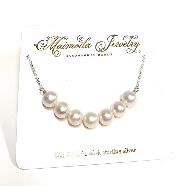 Necklace Tehina - white pearls (N117)