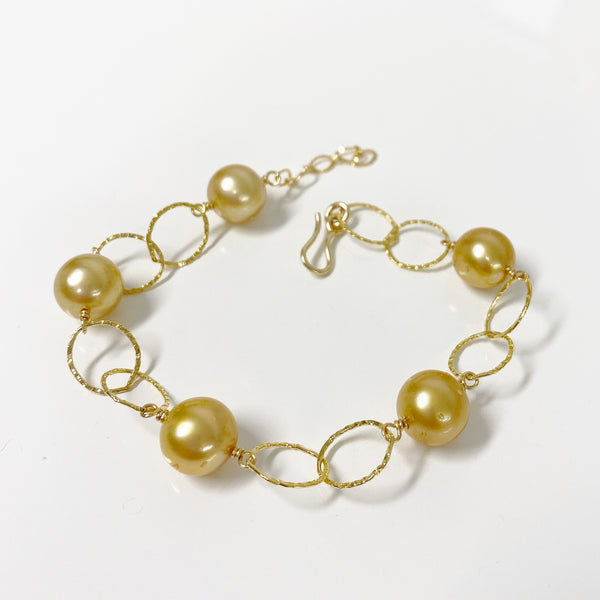 Bracelet ABELLA - gold south sea pearls (B438)