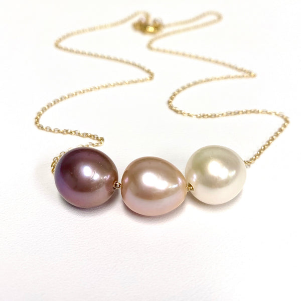 Triple pearls necklace