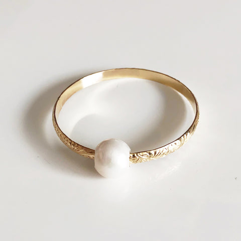 Bangle GIGI- white fresh water pearl (B409)