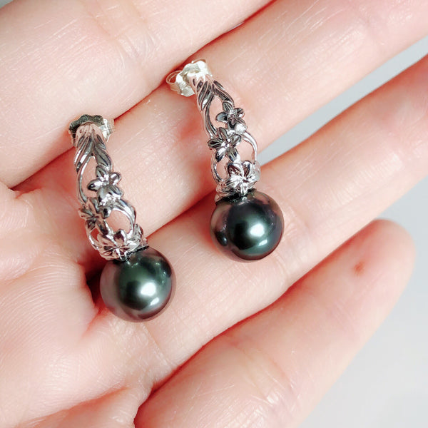 Hawaiian scroll mini hoop - tahitian pearl  (E544)