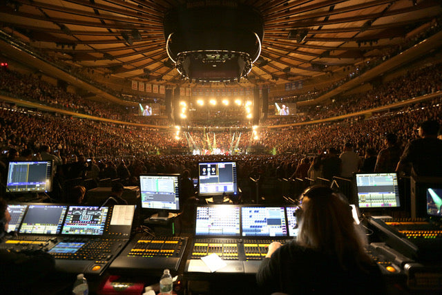 Feature Friday: Pearl Jam's Lighting Director, Kille Knobel