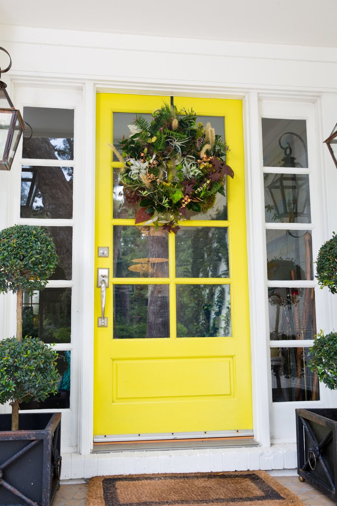 AN ELEVATED WREATH DESIGN + FRONT DOOR ARRANGING WITH TWO FRIENDS BOUTIQUE ON ST. SIMONS ISLAND + EMILY BURTON DESIGNS